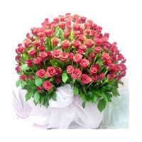 Online Mothers Day Flowers Delivery to India. Pink Roses Bouquet 100 Flowers to Bangalore