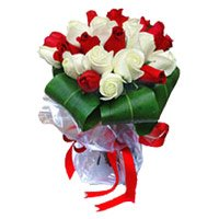 Online Delivery of Flowers in India. Send Red White Roses Bouquet 15 Flowers to India on Mother's Day